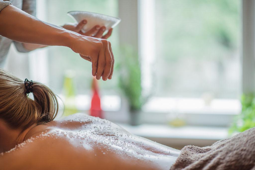 Peeling massage treatment at Massaaži Ekspress Tallinn salon, Estonia